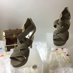 Women Platform Heels NWOT 002
